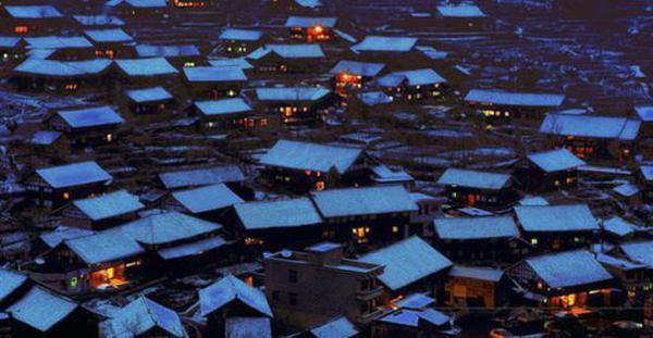 晚上的正龙村